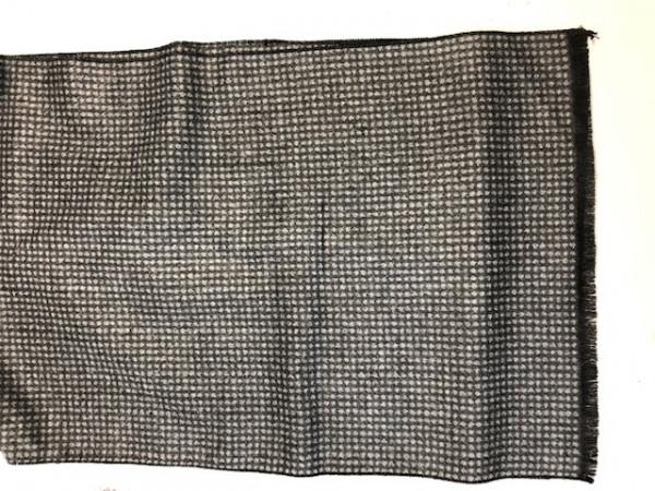 Webschal ca. 180 x 30 cm im Eigendesign: graue Punkte